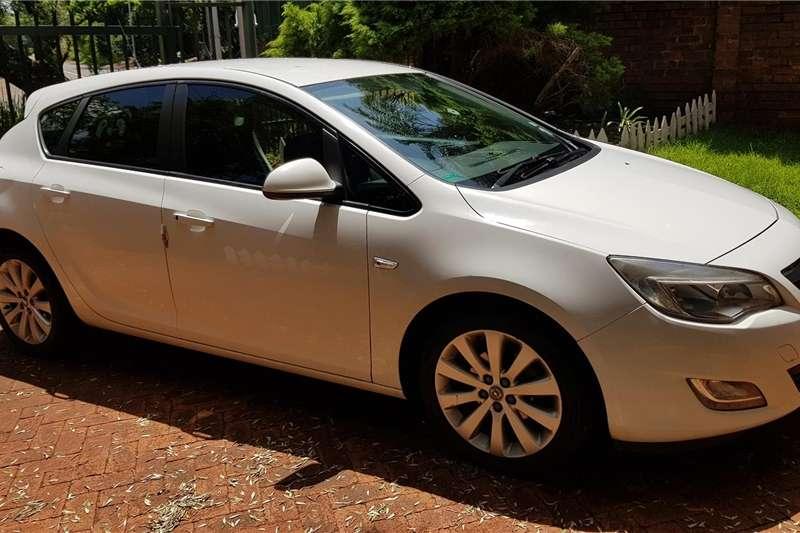 Opel Astra 1.6 Essentia 2013