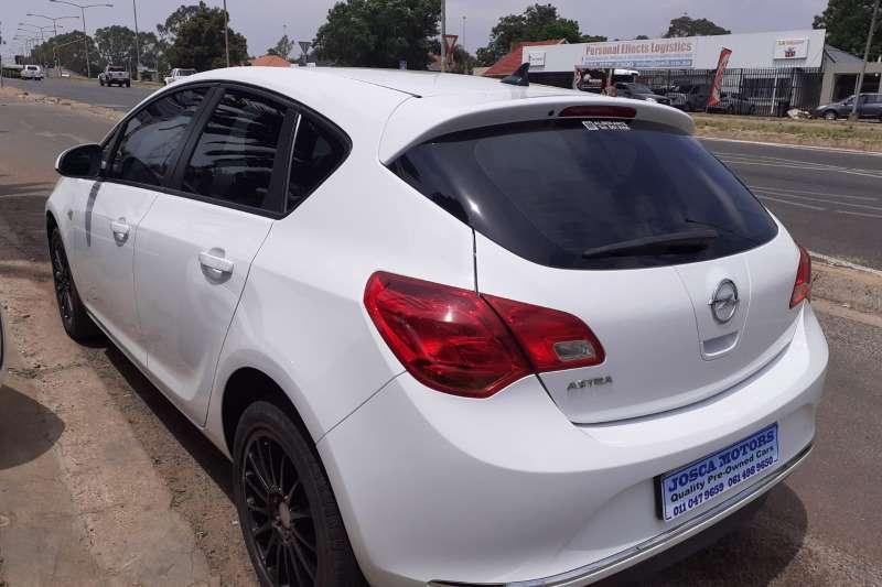 Opel Astra 1.6 Essentia 2016