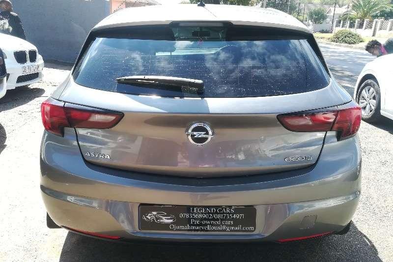 Opel Astra 1.6 Essentia 2017