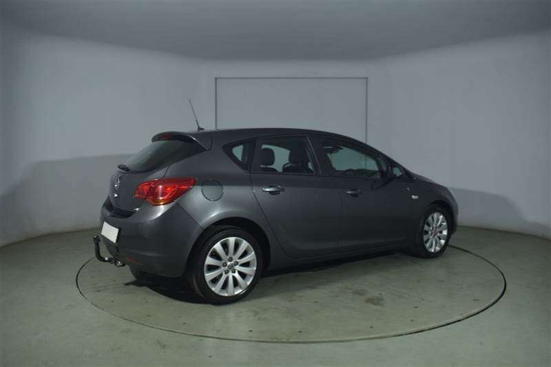 Opel Astra 1.6 ESSENTIAL 5DR 2012