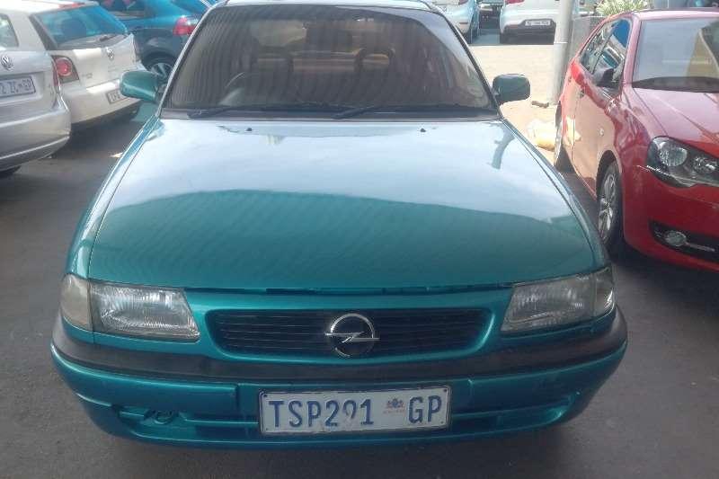 Opel Astra 1.6 Sedan 2000