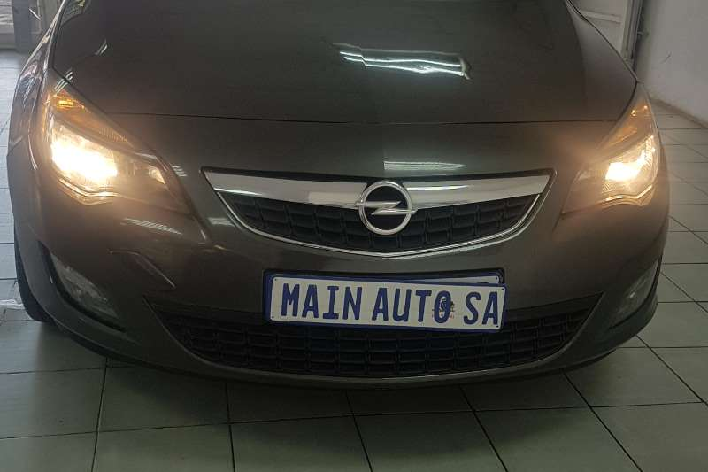 Opel Astra 1.6 Sport 2011