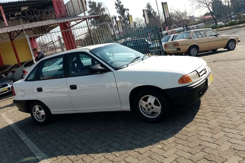 Opel Astra A3 sedan 2.0TDI SE 1994