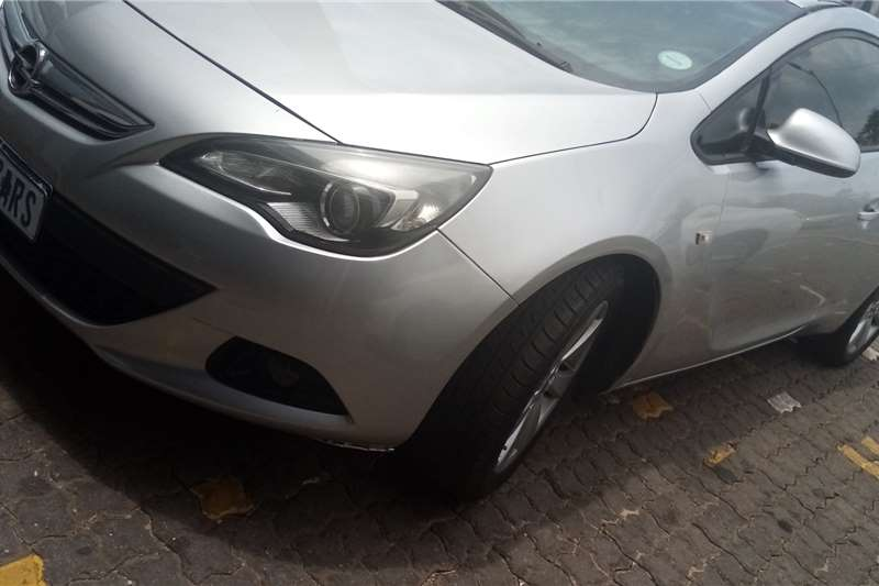 Opel Astra GTC 1.4 Turbo Enjoy 2014