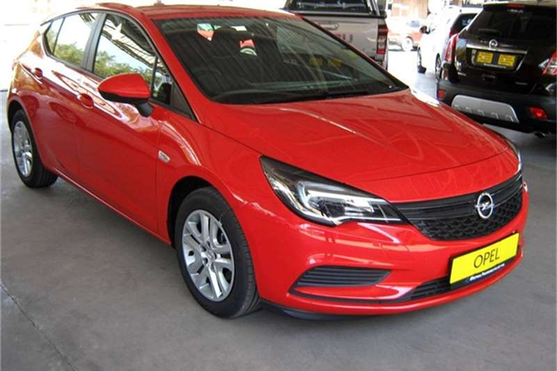 Opel Astra hatch 1.0T Essentia 2020