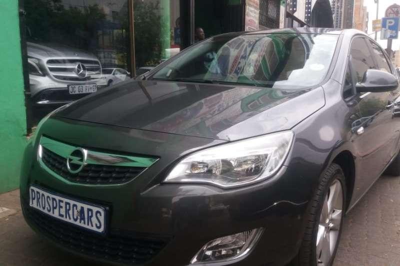 Opel Astra hatch 1.4 Turbo Essentia 2011