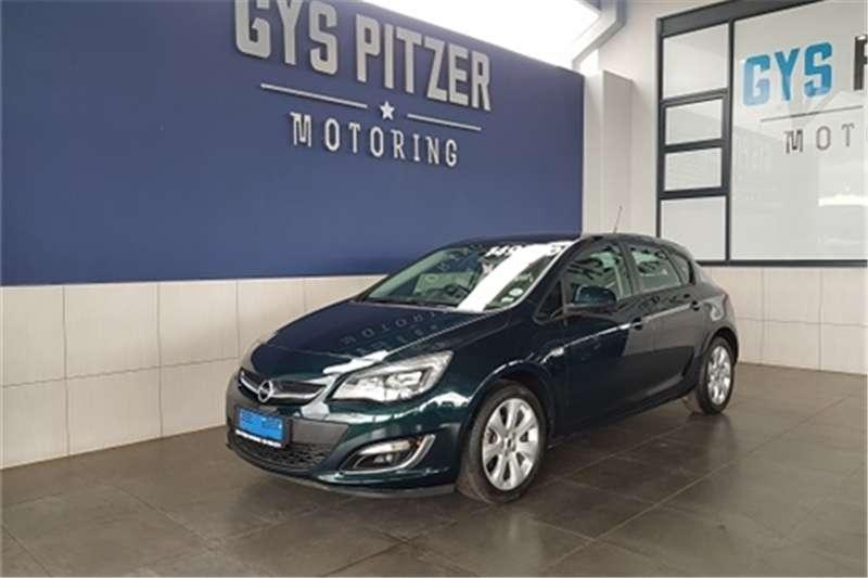 Opel Astra hatch 1.4 Turbo Essentia Plus 2014