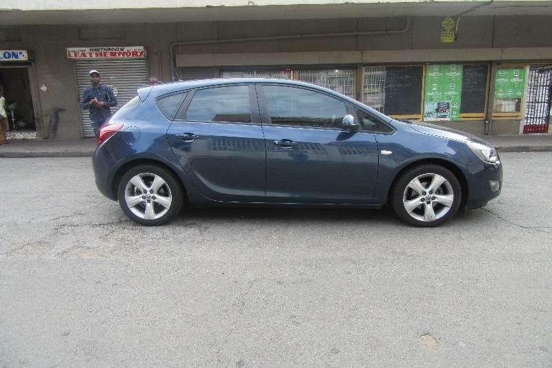 Opel Astra hatch 1.4T Sport 2011