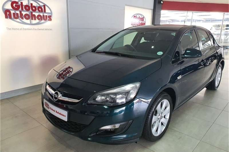 Opel Astra hatch 1.6 Essentia 2014
