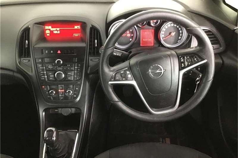 Opel Astra hatch 1.6 Essentia 2016