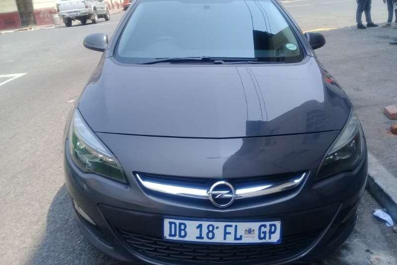 Opel Astra sedan 1.4 Turbo Enjoy 2014