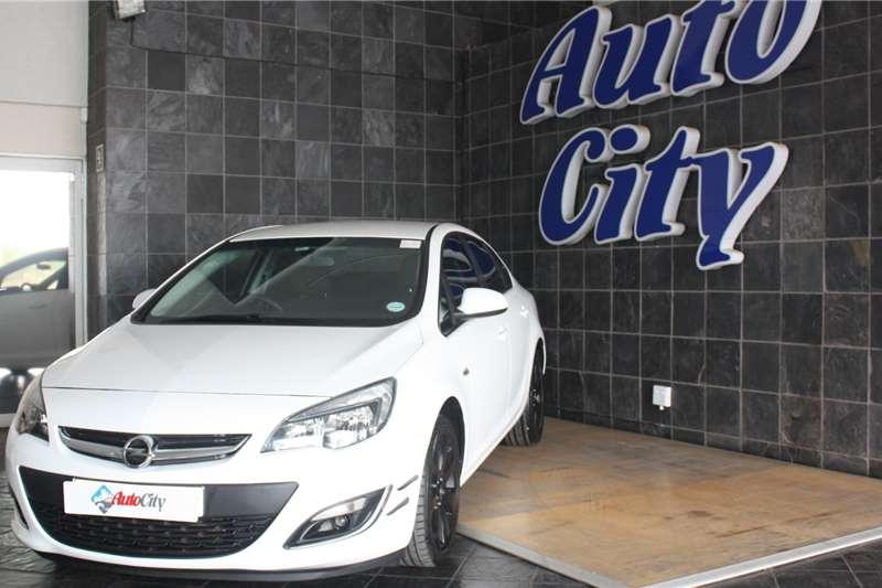 Opel Astra sedan 1.4 Turbo Essentia 2014