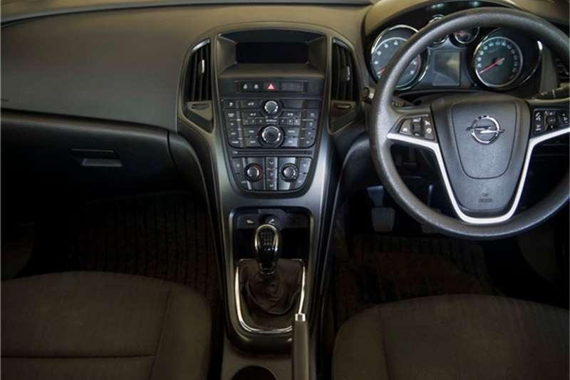 Opel Astra sedan 1.4 Turbo Essentia 2015