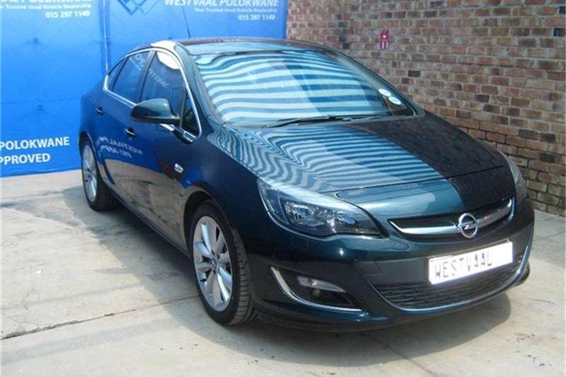 Opel Astra sedan 1.6 Turbo Cosmo 2015