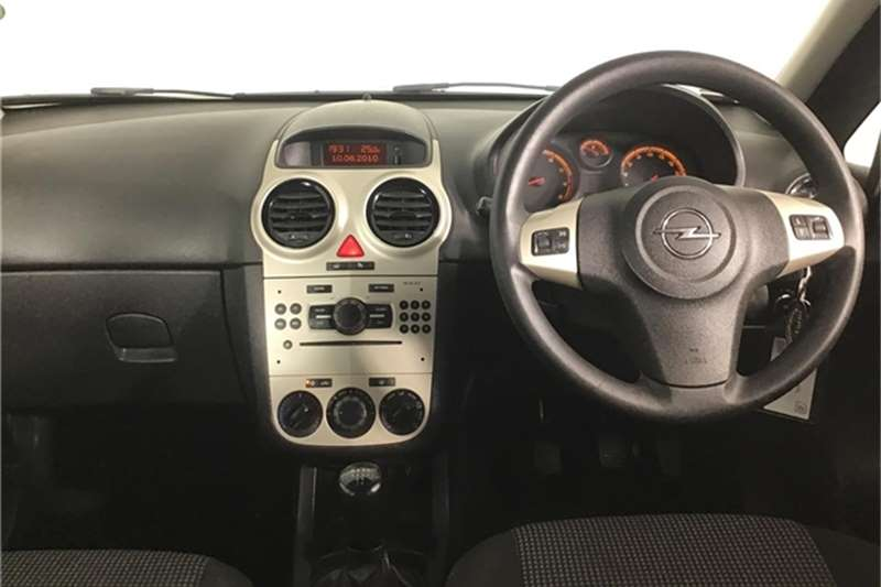 Opel Corsa 1.4 Essentia 2011