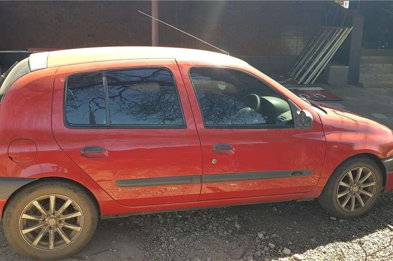 Renault Clio 1.4 Expression 5 door 2003