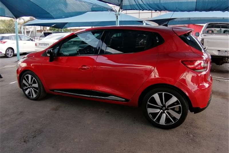 Renault Clio 1.4 Expression 5 door 2014