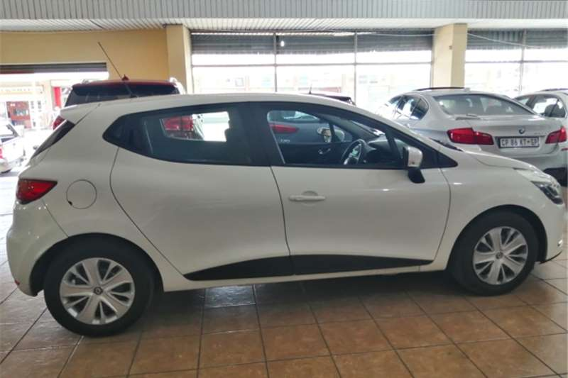 Renault Clio 1.4 Expression 5 door 2018