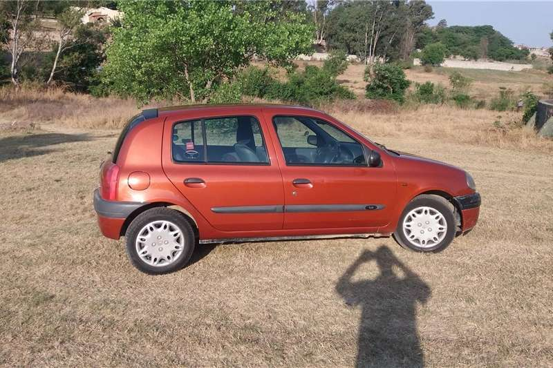 Renault Clio 1.4 Extreme limited edition 5 door 2000