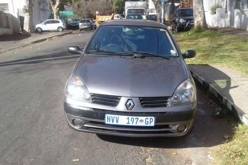 Renault Clio 1.6 Avantage 2004