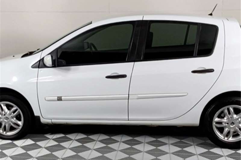 2006 Renault Clio Clio 1.6 Dynamique 5-door
