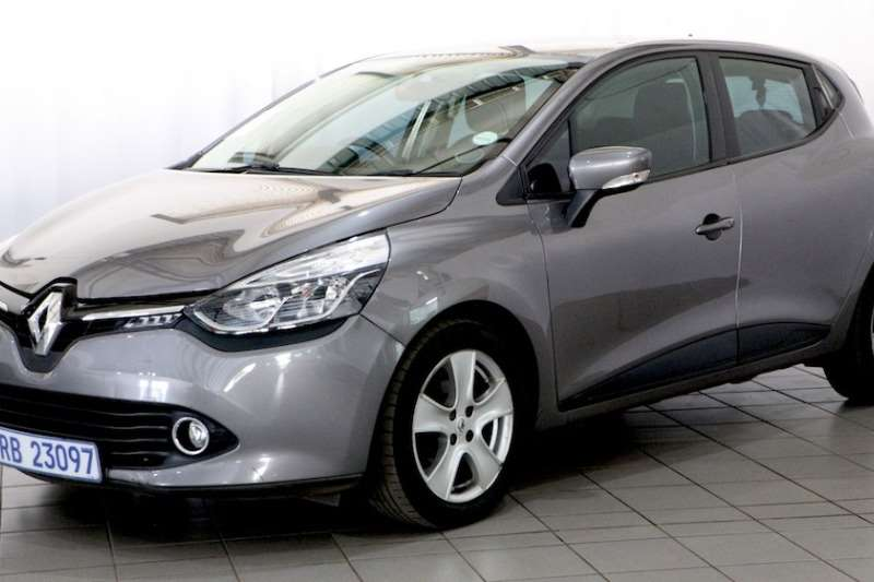 Renault Clio IV 900T EXPRESION 5DR (66KW) 2015