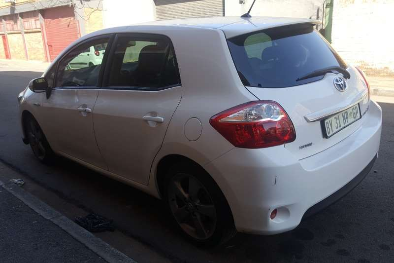 Toyota Auris Hybrid XR 2012