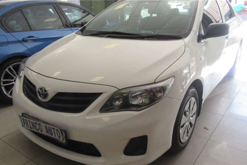 Toyota Corolla 1.6 Quest Sedan 2015