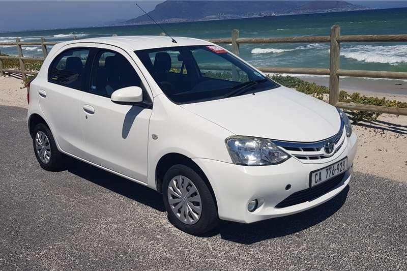 Toyota Etios hatch 1.5 Sprint 2014