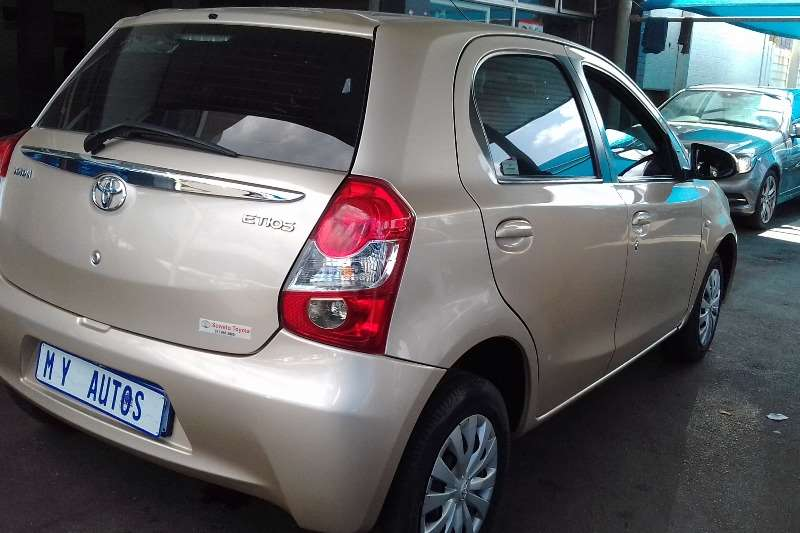 Toyota Etios hatch 1.5 Sprint 2015