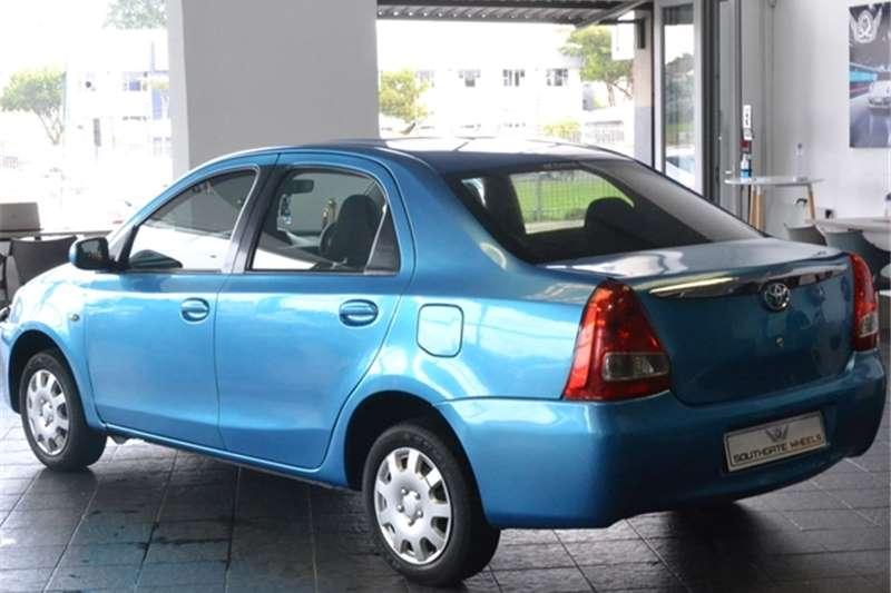 Toyota Etios hatch 1.5 Xi 2012