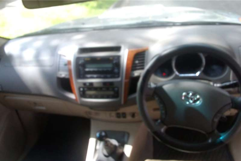 Toyota Fortuner 3.0D 4D 4x2 2011