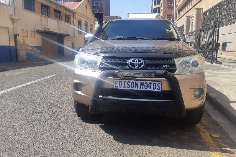 Toyota Fortuner 4.0 V6 4X4 A/T 2011