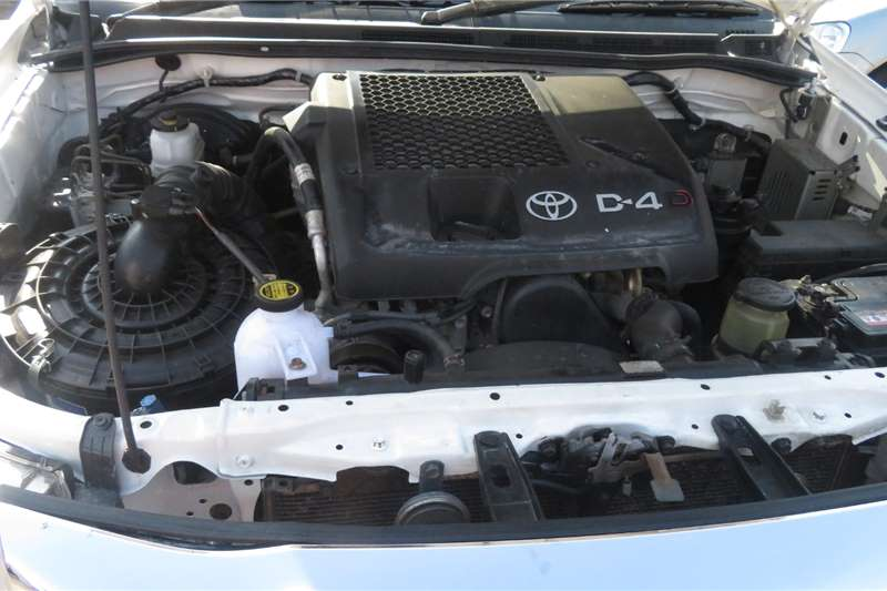 Used 2014 Toyota Hilux 2.0 chassis cab