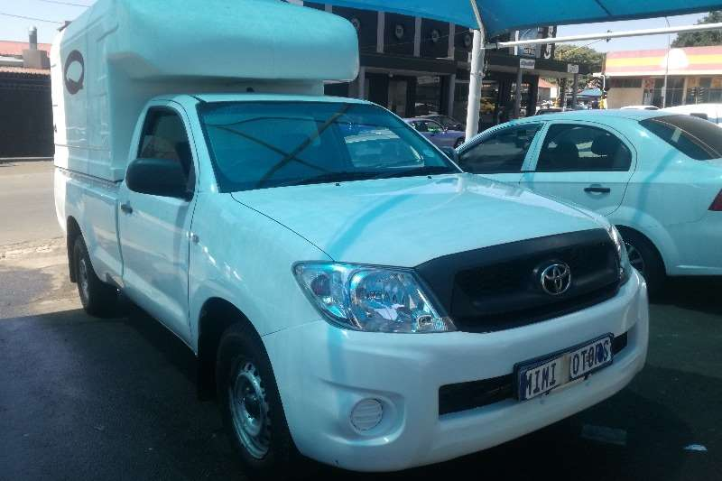 Toyota Hilux 2.5 canopy 2011