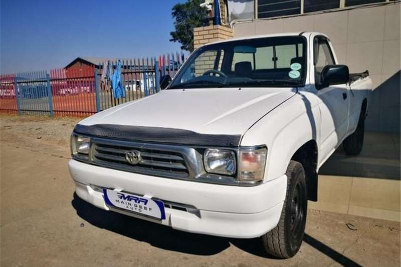 Toyota Hilux 2400D 2000