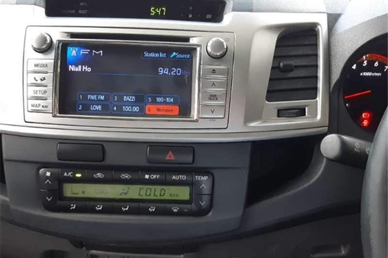 Toyota Hilux 4.0 V6 double cab 4x4 Raider 2013