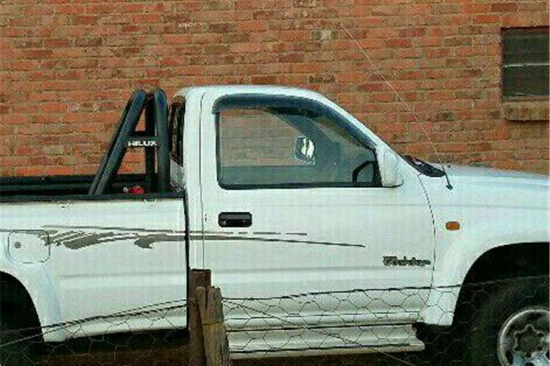 Toyota Hilux Choose for me 2001