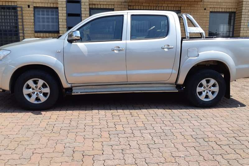 Toyota Hilux Double Cab HILUX 3.0 D 4D HERITAGE 4X4 A/T P/U D/C 2011