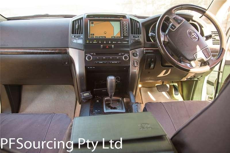 Toyota Land Cruiser 200 4.5D 4D V8 VX 2009