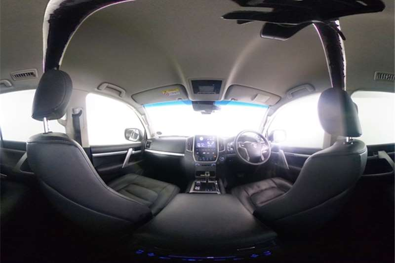 2017 Toyota Land Cruiser 200 Land Cruiser 200 4.5D-4D V8 VX