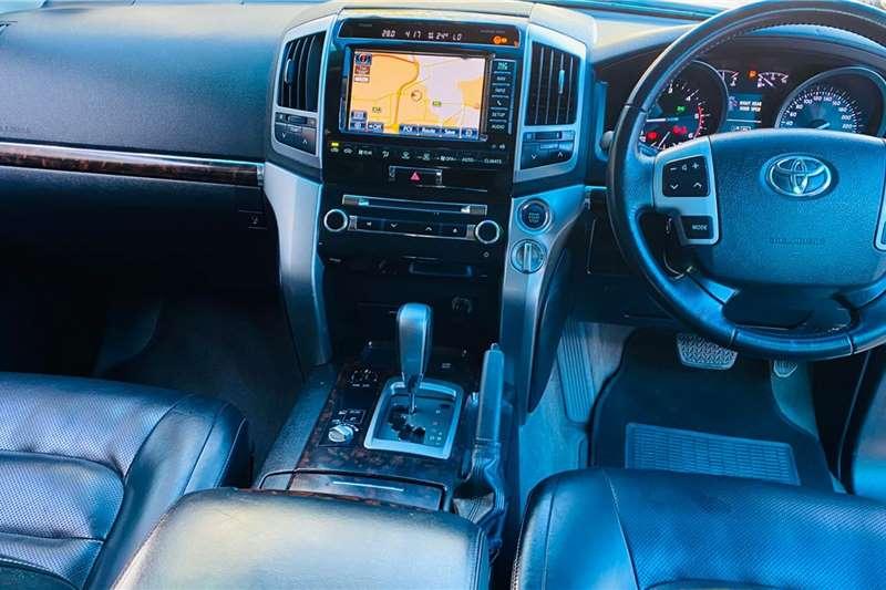 Toyota Land Cruiser 200 4.5D 4D VX 2014