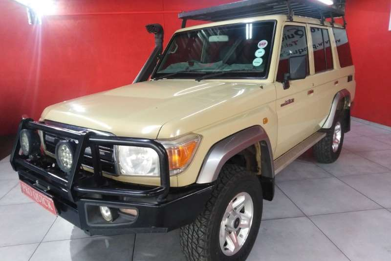 Toyota Land Cruiser 76 4.2D station wagon 2010