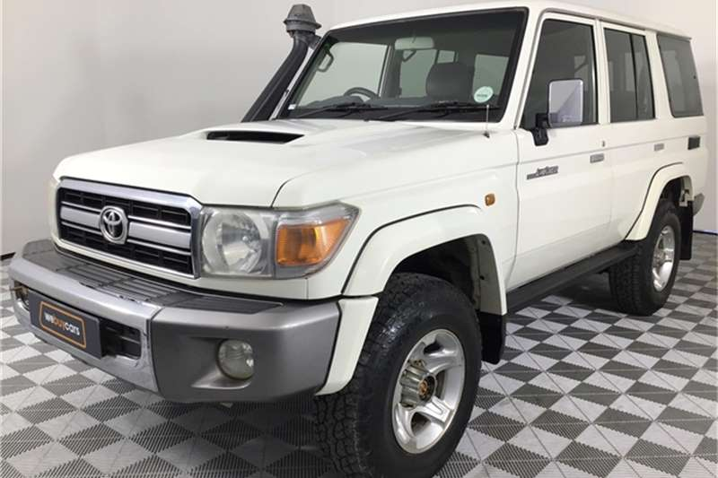 Toyota Land Cruiser 76 4.5D-4D LX V8 station wagon 2013
