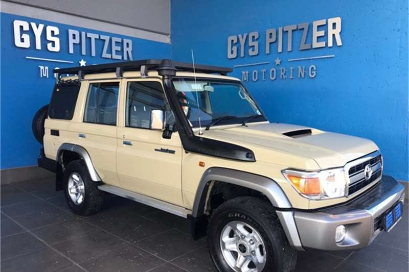 Toyota Land Cruiser 76 4.5D 4D LX V8 station wagon 2018