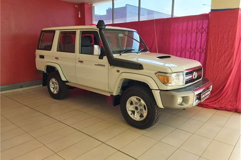 Toyota Land Cruiser 76 4.5D 4D LX V8 station wagon 2020