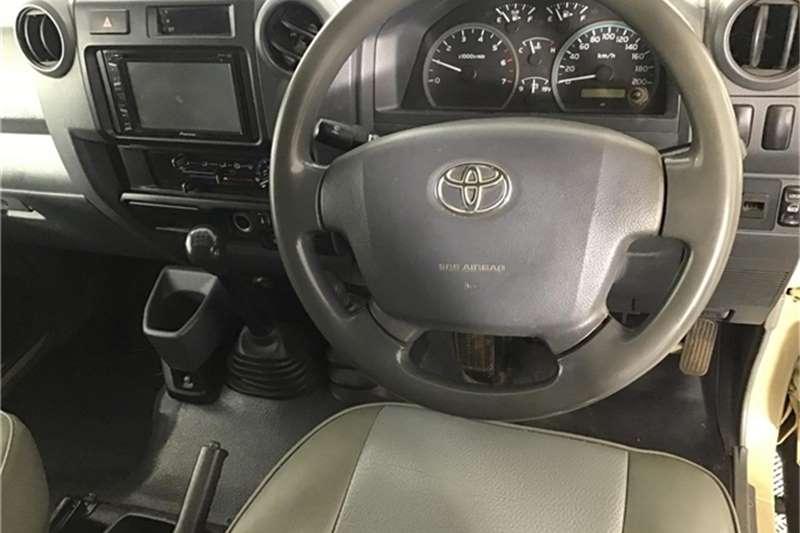 Toyota Land Cruiser 79 4.0 V6 2010