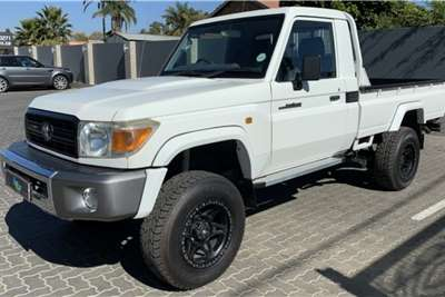 Toyota Land Cruiser 79 4.0 V6 2011