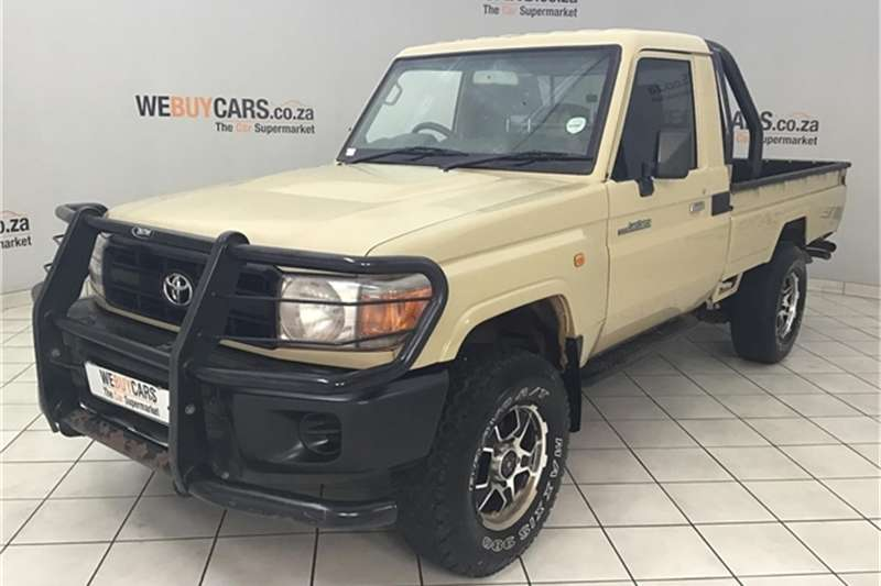 Toyota Land Cruiser 79 4.0 V6 2012