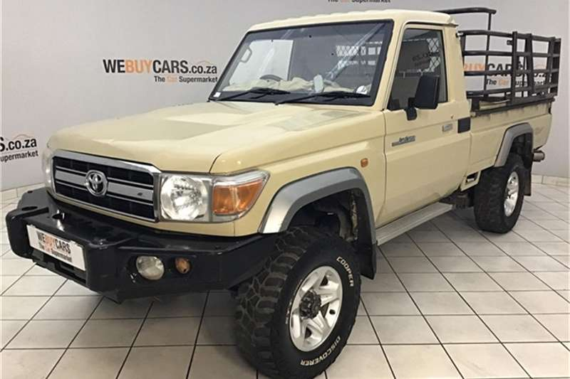 Toyota Land Cruiser 79 4.0 V6 2013